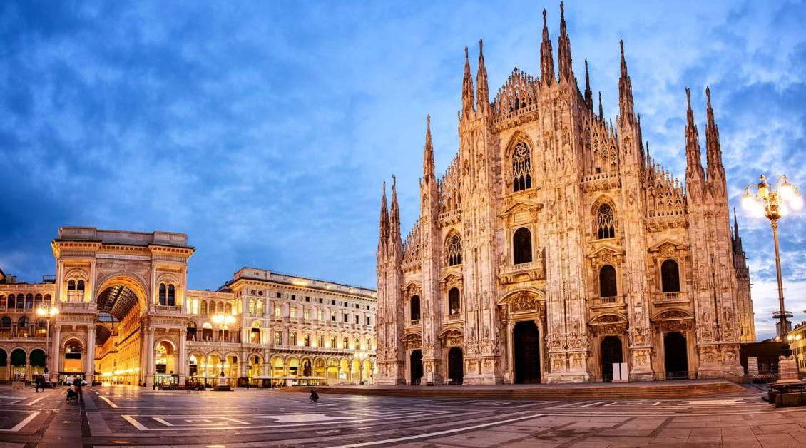 Duomo Milan Blogger